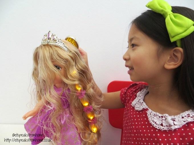 11 Gorgeous Tangled Gifs: Rapunzel Tangled Glowing Hair Disney Princess Hair Glow